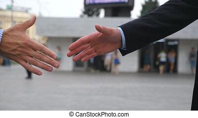 brouillé, secousse, fin, ville, poignée main, lent, outdoor., deux, arrière-plan., autre, salutation, urbain, business, environment., bras, mains, collègues, haut, mouvement, hommes affaires, chaque, dehors., mâle, secousse, rencontrer