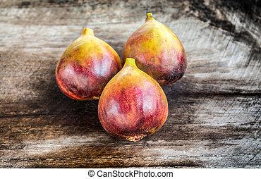 brown turkey figs on teak wooden