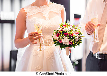 brudgum, brud, holdingen, bröllop, champagneexponeringsglas