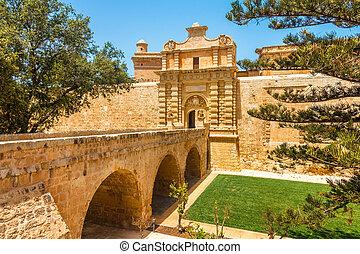 brug, ingang, middeleeuws, noordelijk, stad, versterkte, gebied, mdina, malta., poort