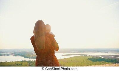 brug, vrouw, camera., haar, houden, armen, tegen, back,...