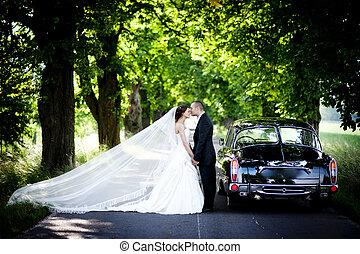 bruid en bruidegom, in auto