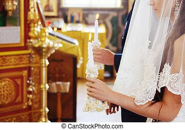 bruid en bruidegom, op, de, kerk, gedurende, een, trouwplechtigheid