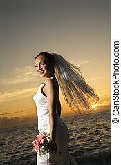 bruid, vasthouden, bouquetten, op, strand.