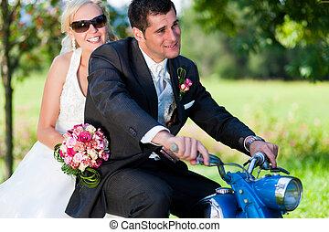 bruiloftspaar, op, een, motorfiets
