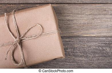 bruin pakket, closeup