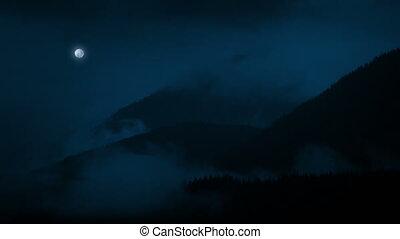 brumeux, lune, nuit, au-dessus, montagnes