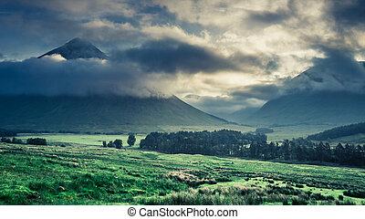 brumoso, amanecer, encima, el, montañas, de, glencoe, escocia