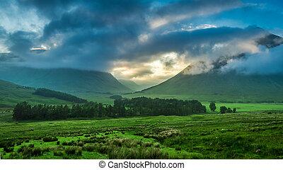 brumoso, ocaso, encima, el, montañas, de, glencoe, escocia