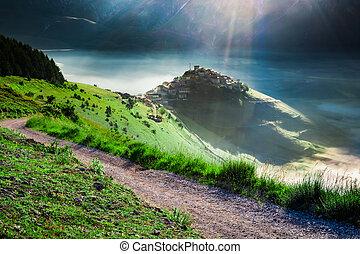brumoso, salida del sol, en las montañas, umbria, italia