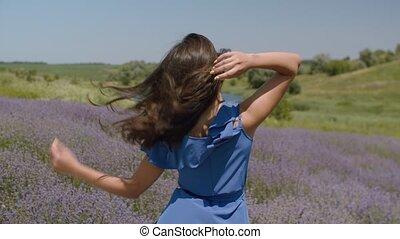 brun, femme, charmer, cheveux, dehors, battement des ...