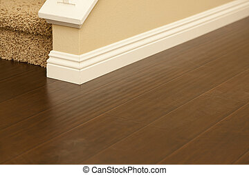 brun, golvmaterial, laminate, installed, baseboards, hem, ...