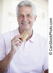 brun, manger, milieu, pain, vieilli, rouleau, homme