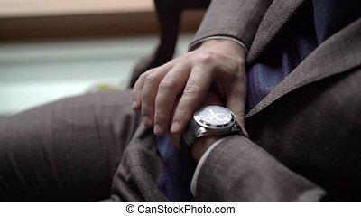 brun, montres, regarder, poignet, complet, homme