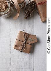 brun, papier ordinaire, emballé, présent noël
