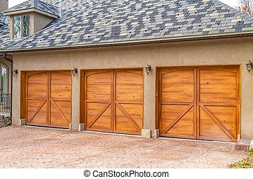 brun, portes, maison bois, luxueux, garage, extérieur, élégant