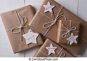 brun, uni, présente, papier, emballé, noël