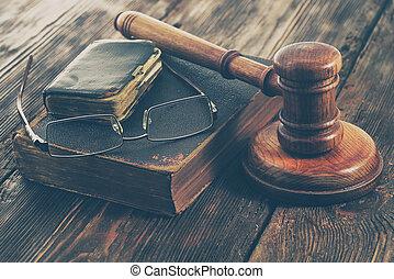 brun, vieux, cuir, livre, marteau, droit & loi