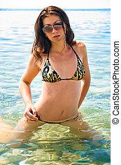 brunetka, sunglasses, bikini, przedstawianie, morze, dziewczyna