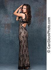 brunett, kvinna, dress., framställ, hår, tracery, grå, länge...