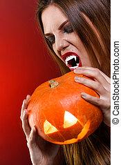 brunetta, donna, sopra, halloween, fondo, ritratto, pumpkin., rosso, vampiro, signora