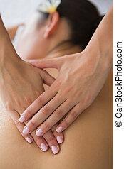 brunetta, godere, massaggio posteriore