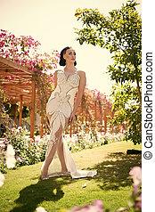 brunetta, makeup., moda, hair., ragazza, vestire, sensuale, gioielleria, face., tropicale, perla, bianco, donna, giardino, bellezza, trucco, fascino, matrimonio, beads., sguardo, diadema, sposa, modello