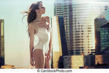 brunetta, signora, grattacielo, sensuale