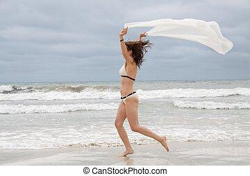 brunette, aantrekkelijk, vrouw, onbezorgd, op, strand, zomer, vrijheid