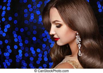 brunette, beau, élégant, modèle, longs cheveux, bijouterie, ondulé
