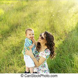 brunette, elle, fils, porter, maman, agréable