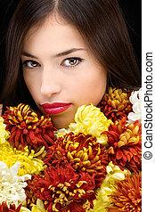 brunette, femme, derrière, fleurs
