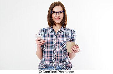 brunette, femme, lunettes, moderne, isolé, téléphones, tasse, séduisant, café, fond, blanc