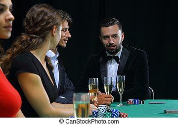 brunette, girl, dans, les, casino, poker jouant