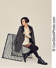 brunette, gris, veste, chair., femme, assied