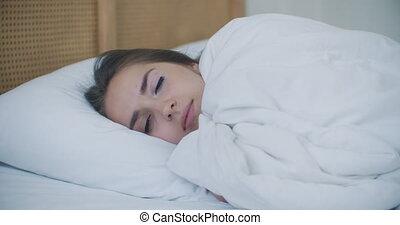 brunette, insomnia., lit, pyjamas, mensonge, sans sommeil, ...