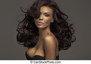 Brunette lady with dark complexion