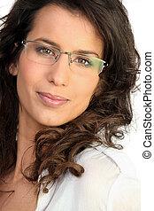 brunette, lunettes