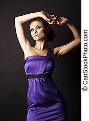 brunette, mode, meisje, in, violette kleding