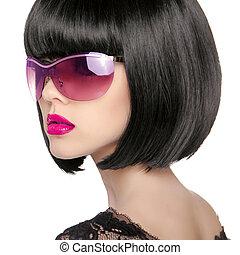 Brunette Model in fashion sunglasses. Beautiful glamour woman wi