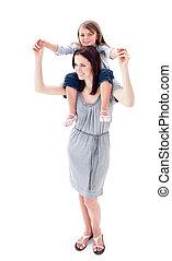 brunette, moeder, geven, haar, dochter, ritje op de rug rit