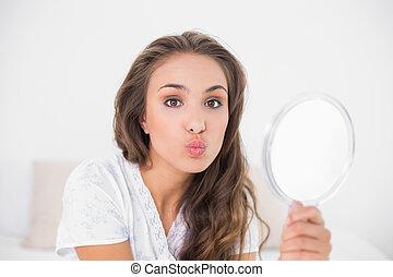 brunette, poser, séduisant, tenue, miroir
