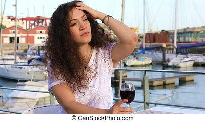brunette, verre, jolie fille, vin rouge