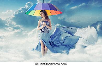 brunette, wandelende, op, de, pluizig, wolken