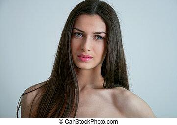 Brunette with straight hair - Beauty studio portrait of ...