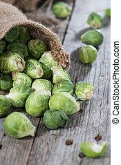 (brussel, verduras frescas, sprouts)