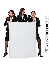 brutaal, businesswomen, met, een, plank, links, leeg, voor, jouw, boodschap