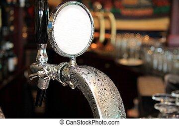 brutta copia, birra chiara, rubinetto