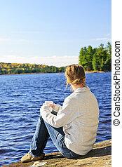 brzeg, kobieta, jezioro, odprężając