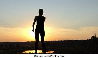 brzemienny, dziewczyna, spinnning, na, przedimek określony przed rzeczownikami, bank, od, przedimek określony przed rzeczownikami, jezioro, na, sunset.